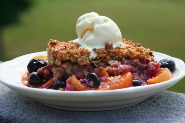 Mixed Fruit Crisp: Peach, Strawberry and Blueberry