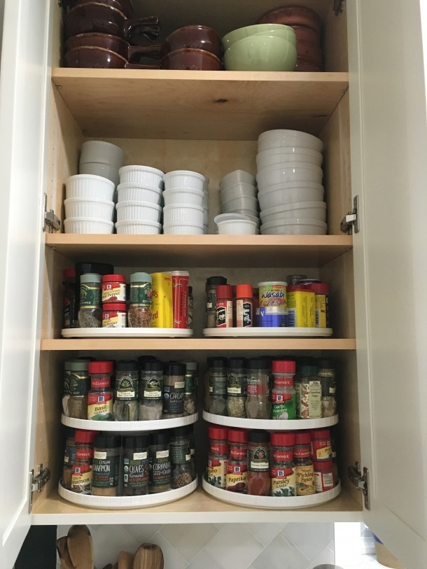 Spice storage in kitchen cabinets